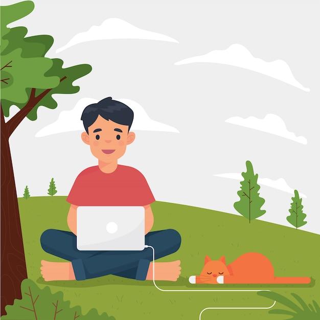 Человек как фрилансер сидит в парке и работает с ноутбуком
