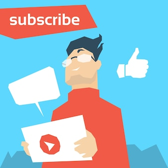 男のbloggerのようなタブレットのビデオブログを保持