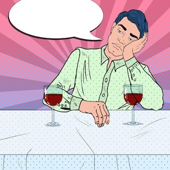 レストランで一人でワインを飲む男性