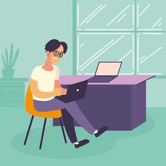 Внештатный человек с ноутбуком