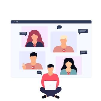 自宅からオンラインで作業している同僚のリモートとのビデオ通話を持つ男