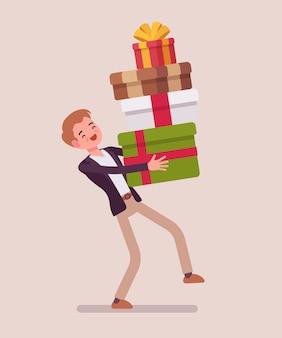Мужчина держит кучу подарочных коробок