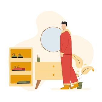 Мужчина в удобной домашней одежде стоит в уютном коридоре.