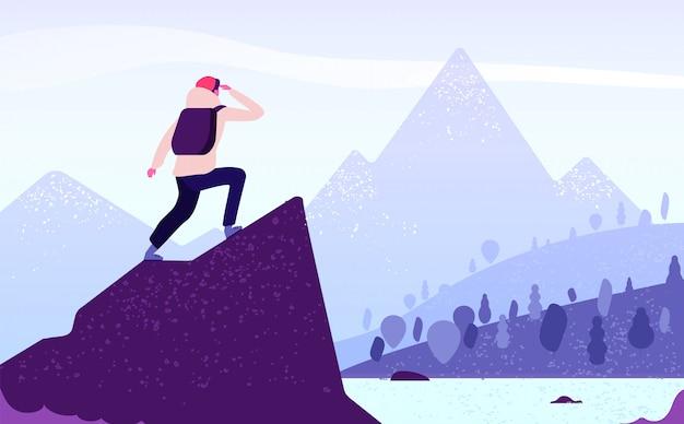 山の冒険の男。岩の上にバックパックで立っているクライマーは山の風景に見えます。観光自然の旅のコンセプト