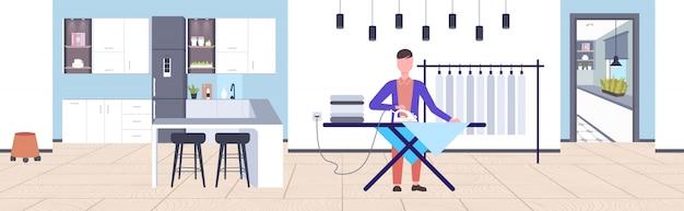 男は家事の概念をしている鉄を使用して服の男をアイロンモダンなホームアパートインテリア男性漫画のキャラクター全長水平