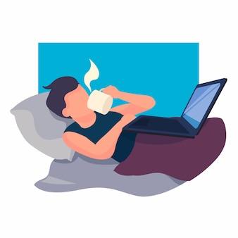 Человек работает на ноутбуке в постели с чашкой кофе. работа на дому-фрилансер