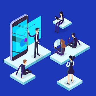 Человек делает бизнес-презентацию перед группой