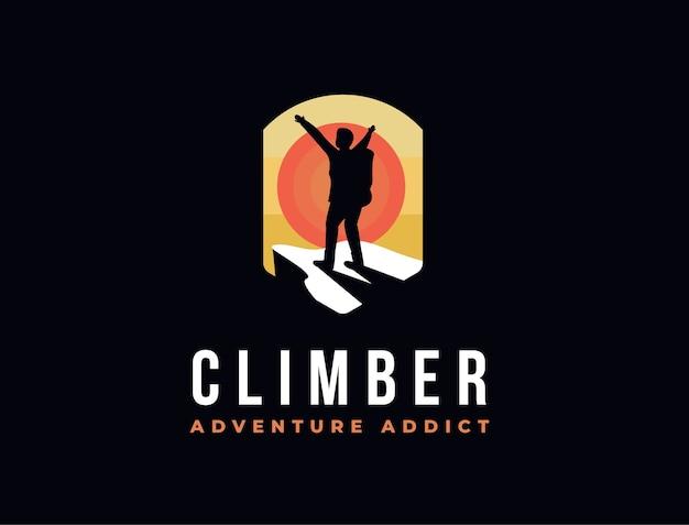 Человек на вершине горы логотип значок вектора, шаблон иллюстрации приключений альпиниста