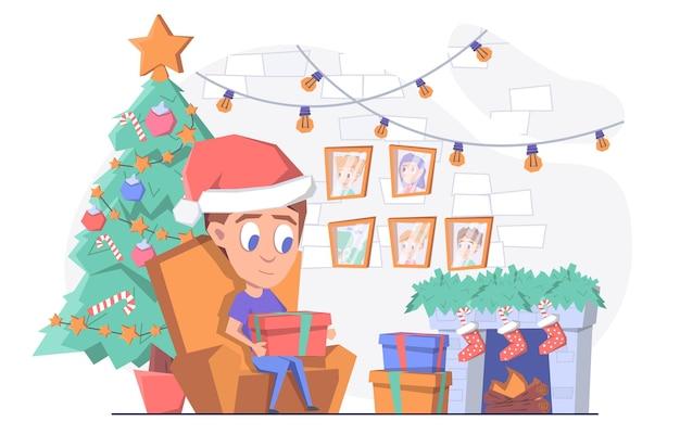 Мужчина открывает рождественские подарки у камина и елки