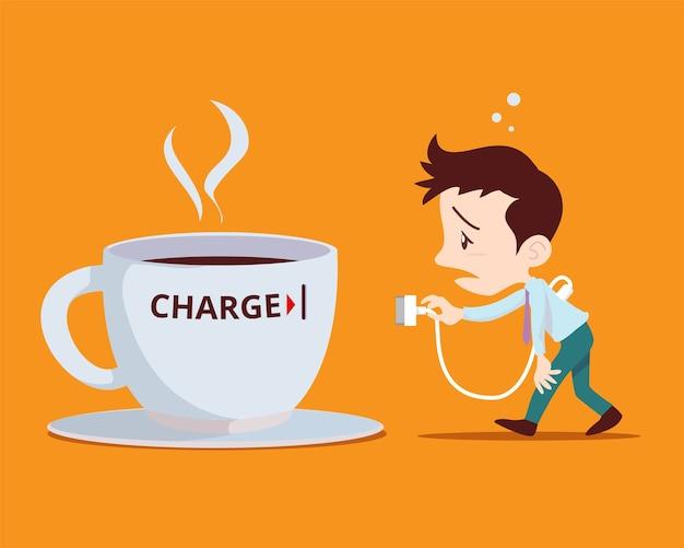 Мужчина подключается к кофейной чашке за плату