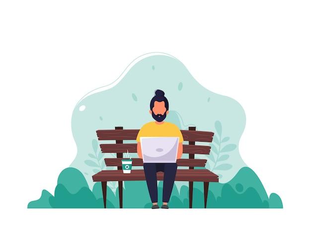 Человек сидит на скамейке с ноутбуком и кофе. понятие удаленной работы, фриланса, электронного обучения. в плоском стиле.