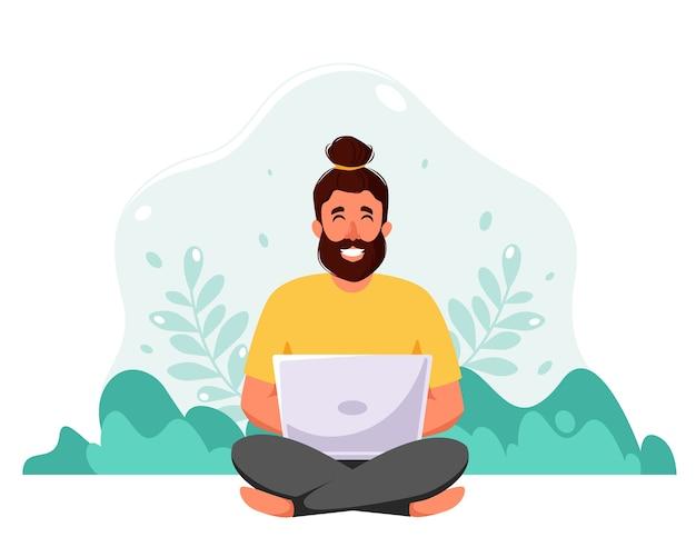 Человек, сидящий с ноутбуком на фоне природы. фриланс, онлайн-обучение, концепция работы на дому. в плоском стиле.