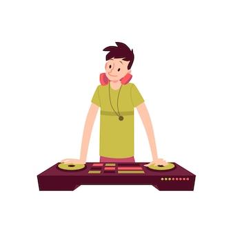 男は首の漫画のスタイルのヘッドフォンでdjコンソールに手をつないで立っています。