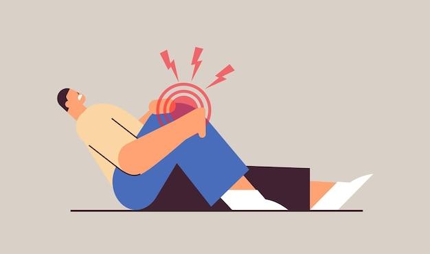 근육 개념의 무릎 통증 염증으로 고통받는 남자 붉은 색 수평 전체 길이 벡터 일러스트 레이 션으로 강조 표시된 고통스러운 염증 부위