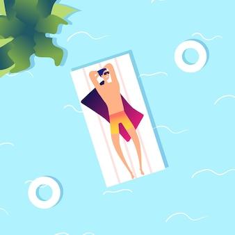 水泳の男。水中の夏の海の男。