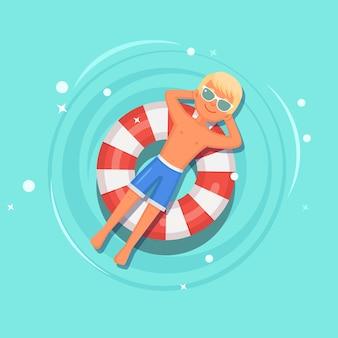 プールで日焼けする男