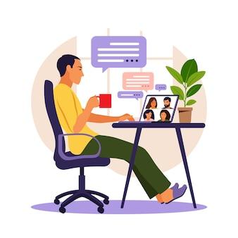 Человек, использующий компьютер для коллективной виртуальной встречи и групповой видеоконференции. человек на рабочем столе в чате с друзьями в интернете. видеоконференция, удаленная работа, концепция технологии.