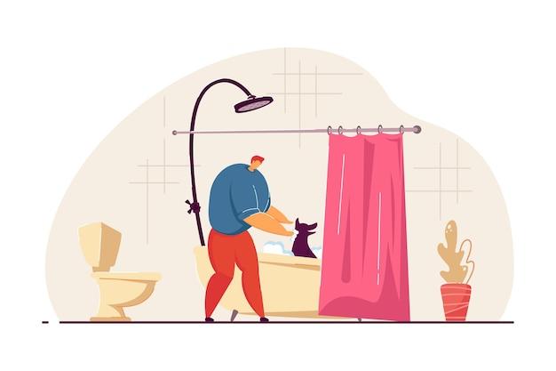 浴槽で犬を洗う男。男性の漫画のキャラクターは、バスルームフラットベクトルイラストを歩いた後のペットを掃除します。ペット、バナー、ウェブサイトのデザインまたはランディングウェブページの家畜のコンセプト