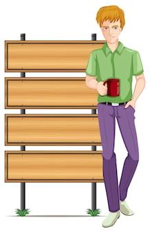 Uomo con tazza da caffè e cartelli in legno