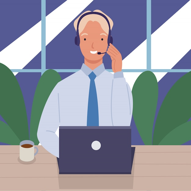 책상과 헤드셋에 노트북과 콜 센터에서 일하는 사람. 고객 서비스 및 커뮤니케이션의 개념입니다.