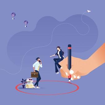 実業家-regimentationコンセプトの周りに赤い円を描くマネージャー