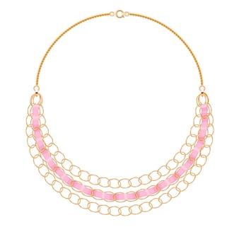 ピンクのリボンが付いた多くのチェーンゴールデンメタリックネックレス。個人的なファッションアクセサリー。