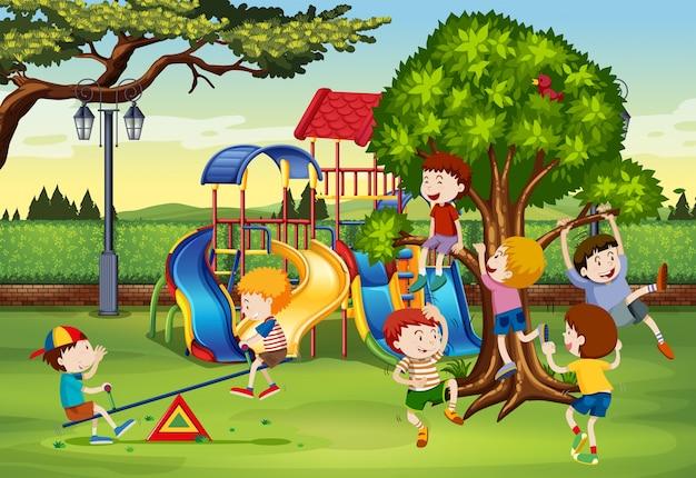 많은 아이들이 공원에서 놀고