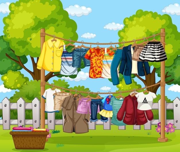 家の外で一列に並んでいる服がたくさん