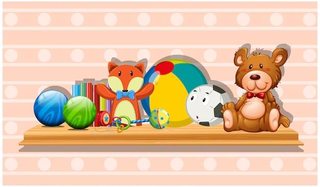 나무 보드에 많은 귀여운 장난감