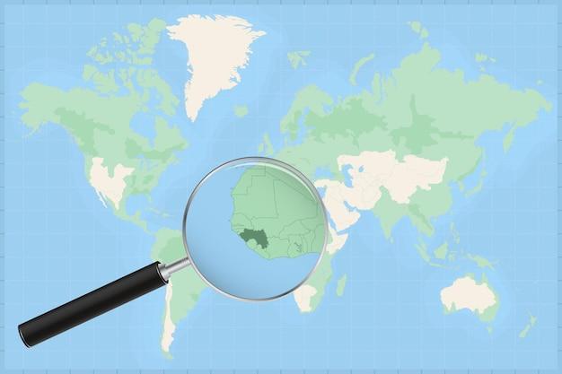 Карта мира с увеличительным стеклом на карте гвинеи.
