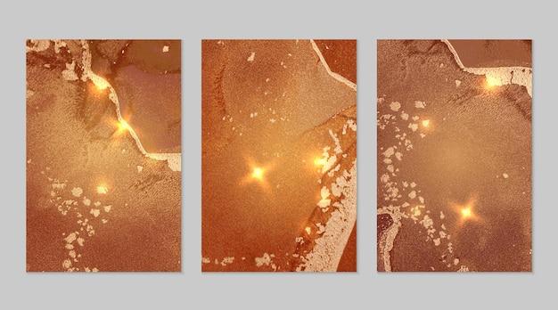 알코올 잉크 기술로 반짝이는 밝은 주황색과 금색 추상 배경의 대리석 세트