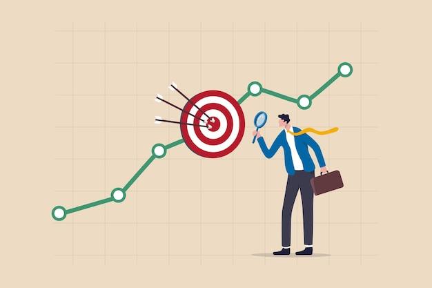 Маркетинговое исследование целевой аудитории, бизнес-анализ для увеличения продаж, концепция целевой группы или целевого клиента, бизнесмен-маркетолог, держащий увеличительное стекло, анализирует график и диаграмму данных о клиентах.