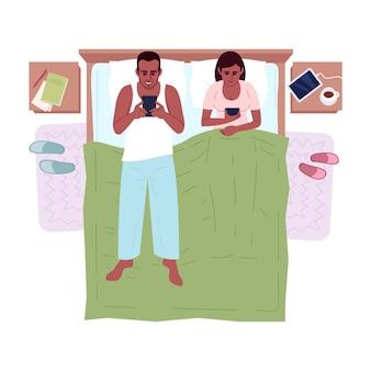 ベッドの上面図セミフラットrgbカラーイラストの夫婦。寝る前にガジェットを使う夫婦。白のガジェット孤立した漫画のキャラクターに中毒のアフリカ系アメリカ人の家族