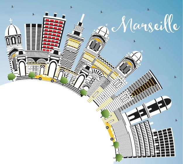 회색 건물, 푸른 하늘 및 복사 공간이 있는 마르세유 프랑스 도시 스카이라인. 벡터 일러스트 레이 션. 역사적인 건축과 비즈니스 여행 및 관광 개념입니다. 랜드마크가 있는 마르세유 도시 풍경.