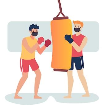 Боксеры в масках вместе тренируют свои боксерские навыки, используя мешки с песком