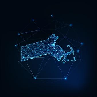 マサチューセッツ州の米国の地図は、星線、点、三角形、低い多角形で作られた輝くシルエットの輪郭です。