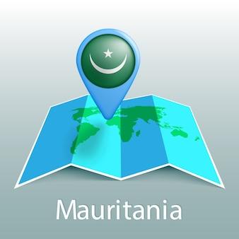 灰色の背景に国の名前とピンでモーリタニアの旗の世界地図