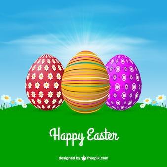 Prato con le uova di pasqua decorate