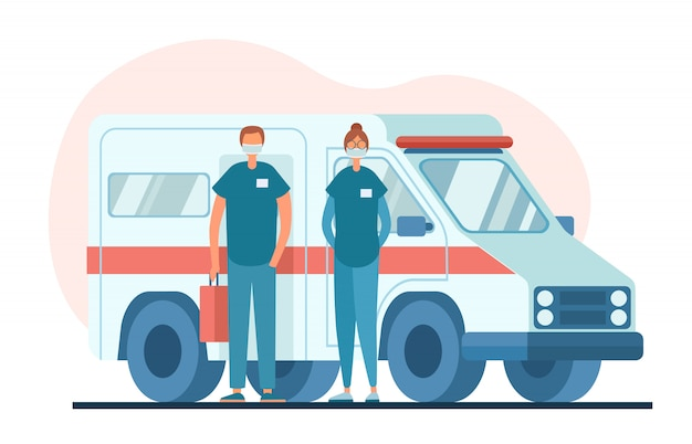Врачи в масках стоят возле машины скорой помощи