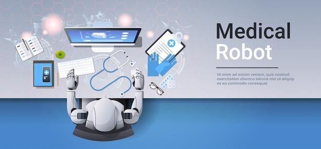 Медицинский робот на рабочем месте роботизированный доктор