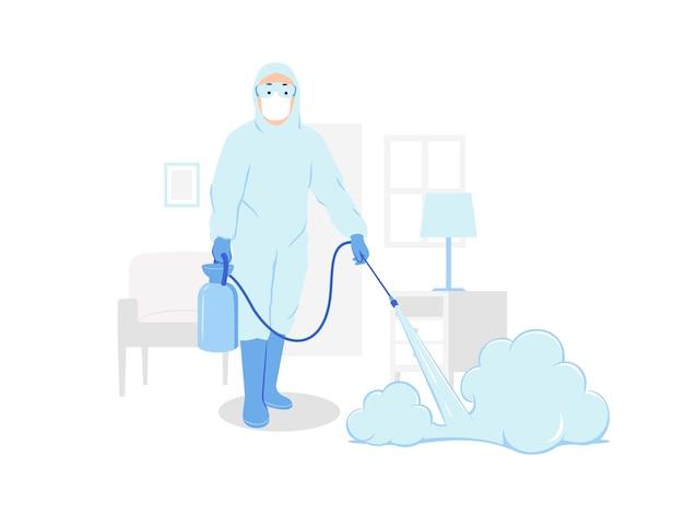 Медицинский персонал в защитном костюме hazmat распыляет дезинфицирующее средство для очистки внутри дома.