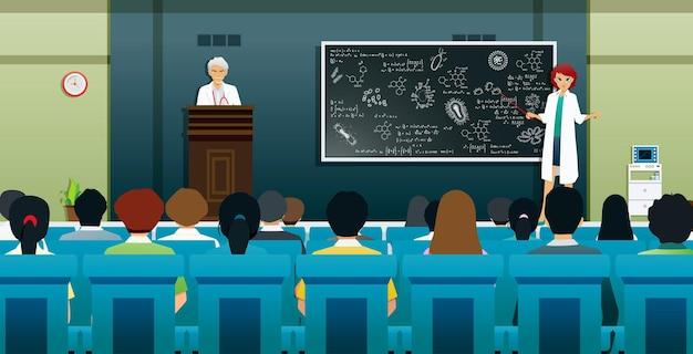의학 교사는 칠판에 바이러스와 박테리아에 대해 가르치고 있습니다.