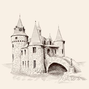 Средневековый каменный замок с башнями у моря и мостом.
