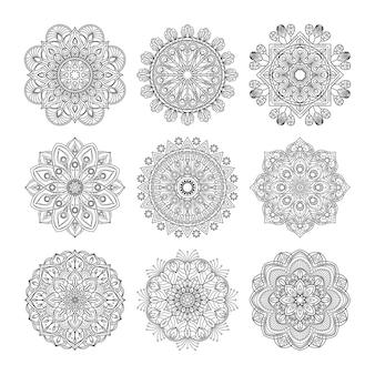 瞑想パターン。分離されたインドの曼荼羅セットのイラスト。ヨガのコンセプト。マンダラブラックパターンのコレクション