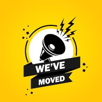 ふきだしバナーを移動したメガホン。私たちが引っ越したことについてのスローガン。スピーカー。ビジネス、マーケティング、広告のラベル。孤立した背景上のベクトル。 eps 10