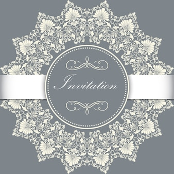 アラベスクの要素が付いている装飾的な丸いレースの結婚式の招待状および発表カード。 mehndiスタイル。伝統的な飾りのオリエンテーション。 zentangleのような丸い色の花の装飾。
