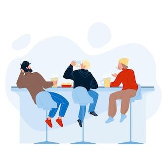男性はビールを飲み、アルコールバーのベクトルで話します。酒を飲んだり、軽食を食べたり、バーカウンターで一緒に話し合ったりする若い男たち。パブフラット漫画イラストのキャラクター
