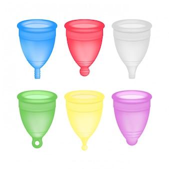 リアルな月経カップ3d。婦人衛生女性の衛生製品、月経周期カップのイラストのベクトルを設定します。 Premiumベクター