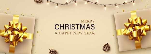 메리 크리스마스와 새해 복 많이 받으세요 배너에는 금 선물 상자, 화환, 반짝이는 색종이 조각, 솔방울이 있습니다. 크리스마스 인사말 카드, 표지 포스터, 휴일 배너, 인사말 카드, 브로셔, 평면도.