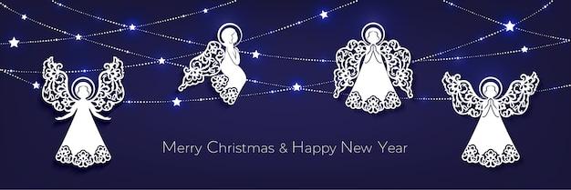 メリークリスマスと新年あけましておめでとうございます水平グリーティングカード。ホワイトペーパーカットの装飾的な天使、輝く星のある花輪
